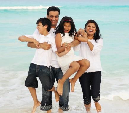 cancun family photo beach